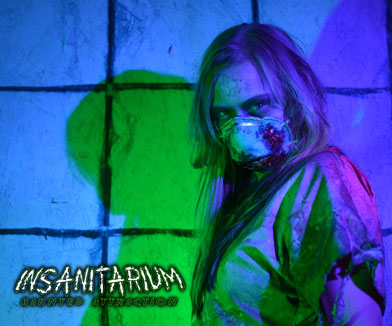 Image of zombie girl at Insanitarium hauned attraction in Pinson, Alabama.