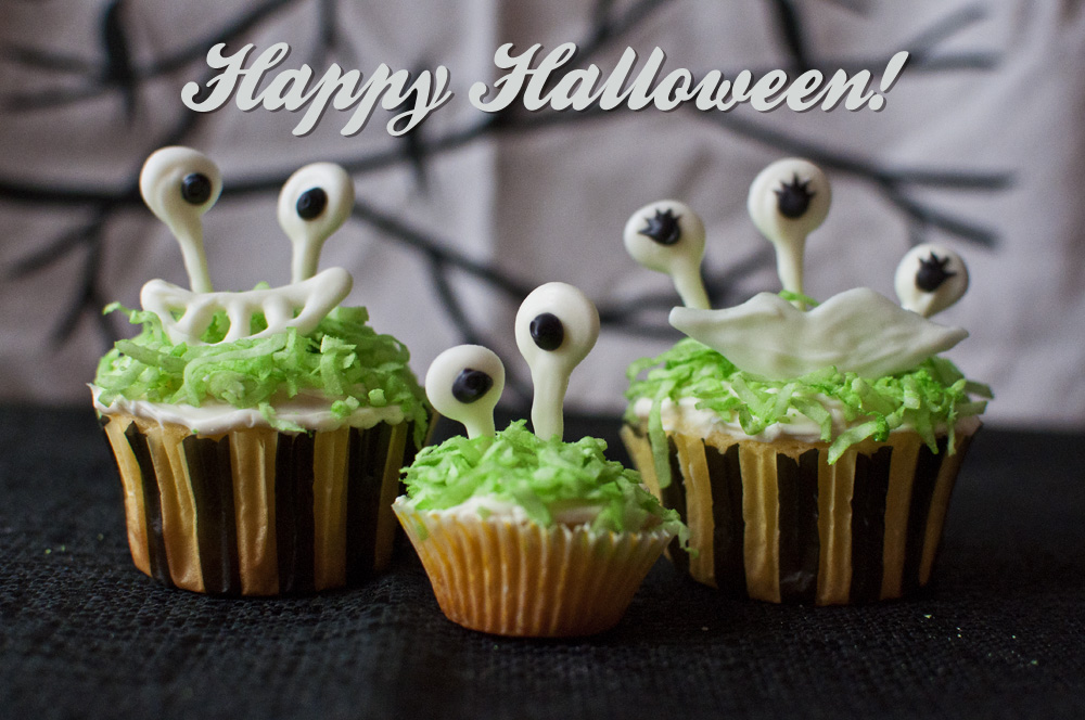 Googly-Eyed Monster Cupcakes - Happy Halloween!