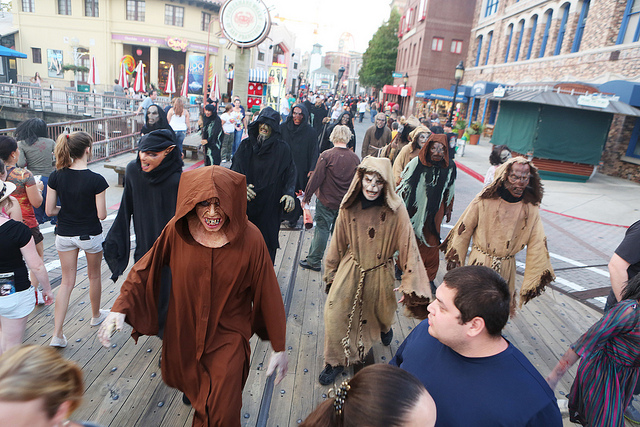 Image of The Walking Dead zombies at Universal Orlando in the fall.