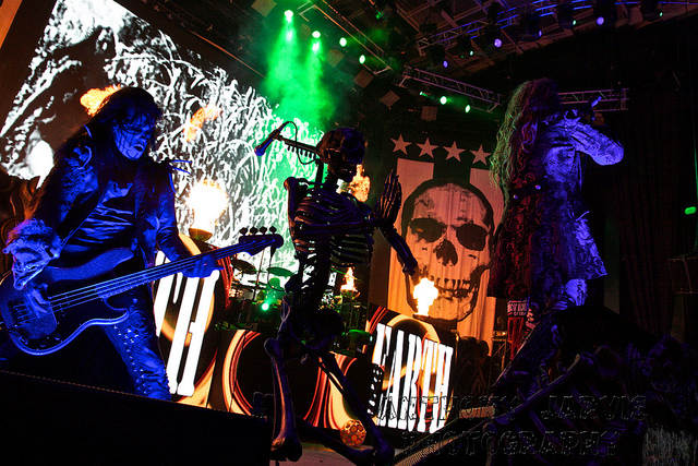 Image of Rob Zombie in horror concert.