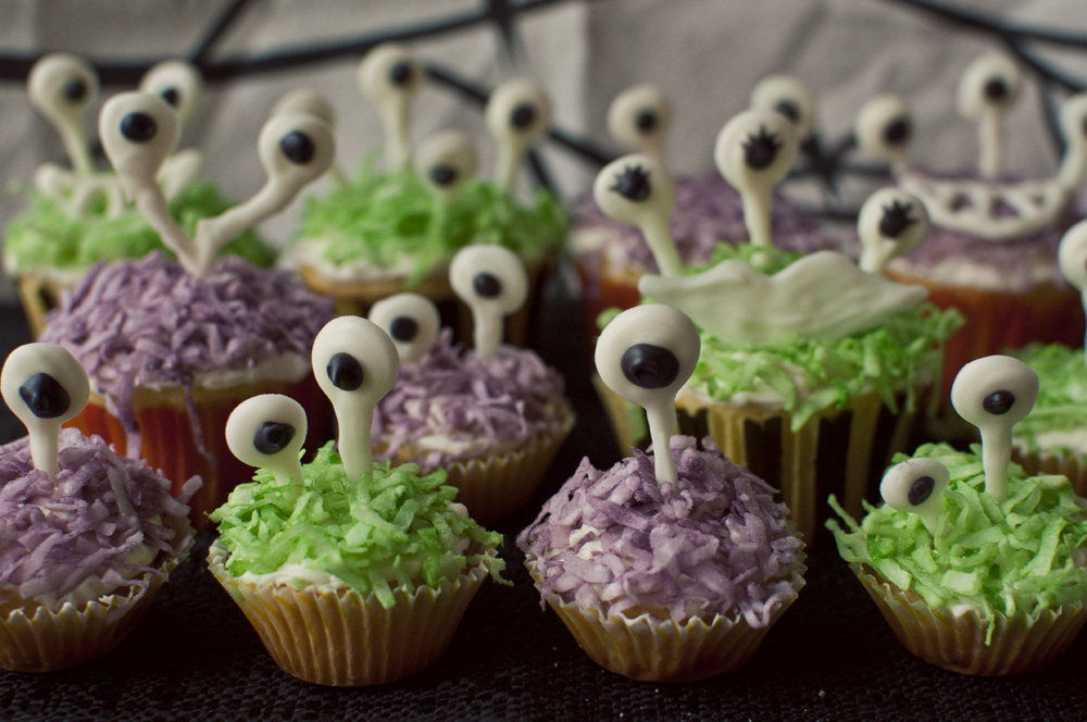 Googly-Eyed Monster Cupcakes