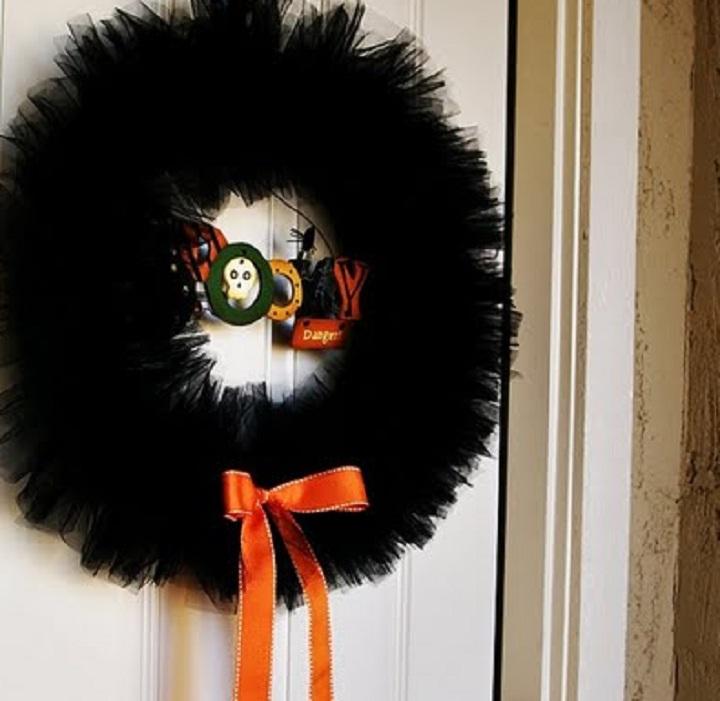 Image of Halloween door wreath.