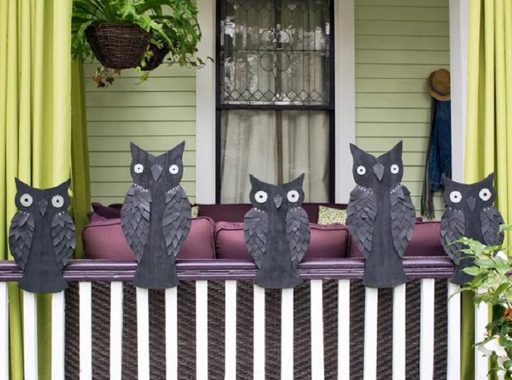 Images of black owls as Halloween decorations.
